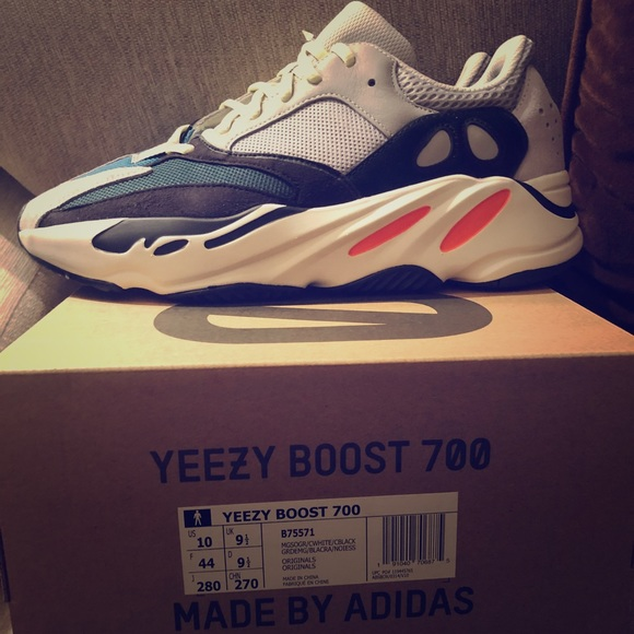 8caab8517 Yeezy Boost 700 Wave Runner Size 10